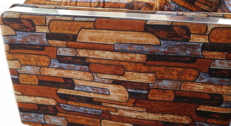 Brick Mid-Century Modern Chrome Fabric Jack Lenor Larsen Milo Baughman Type Sofa In Good Condition For Sale In Wayne, NJ