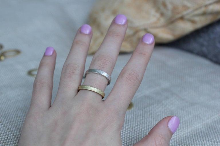 Bridal Wedding 18 Karat Gold Band Ring Stacking Contemporary Unisex Man  For Sale 1