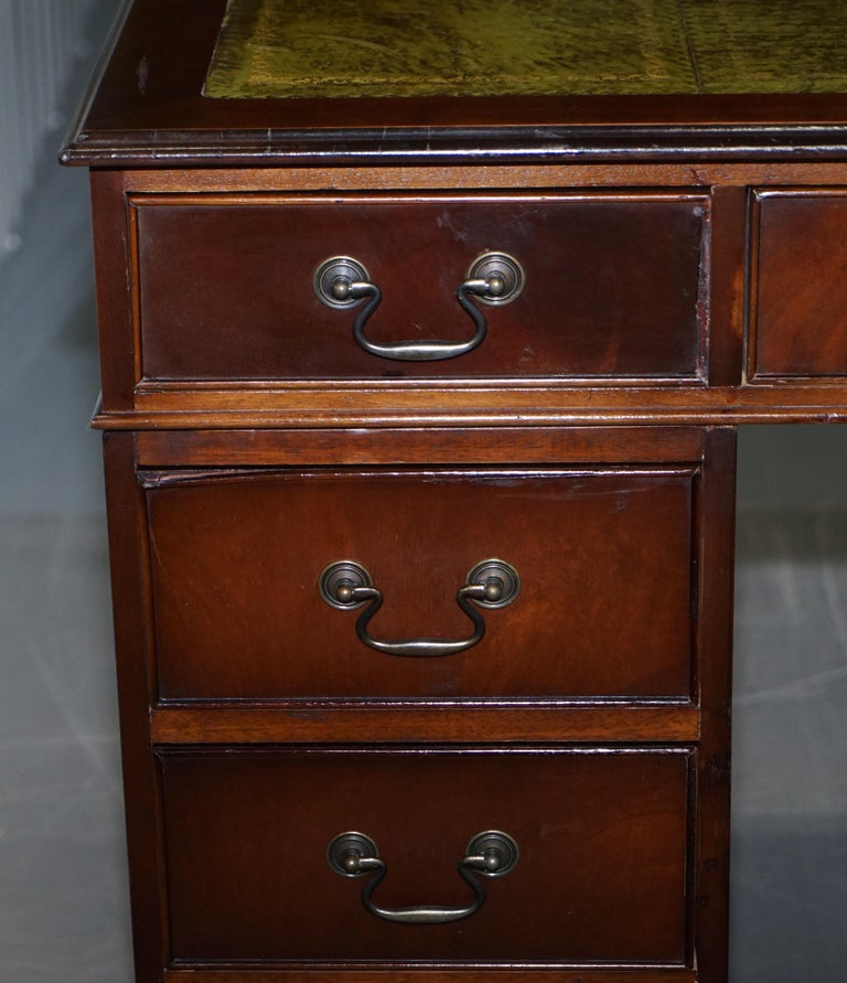 Brights of Nettlebed Mahogany Twin Pedestal Partner Desk Green Leather In Good Condition For Sale In London, GB