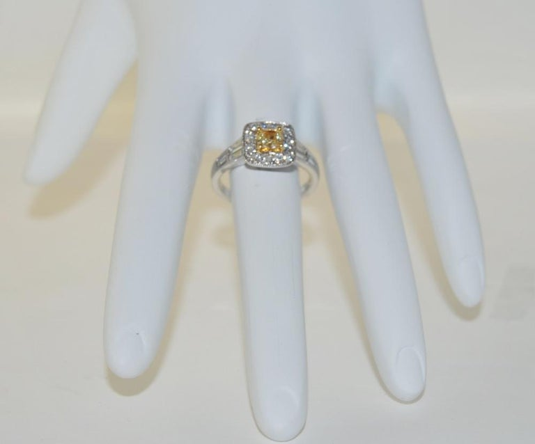 Brilliant 1.27 Carat Diamond Ring in 18 Karat Gold In New Condition For Sale In Los Angeles, CA