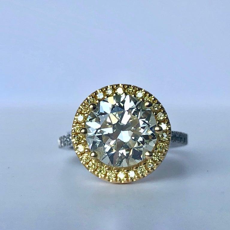 Round Cut Brilliant Cut Diamond Solitaire Fancy Yellow Diamond Halo 18 Karat 4.00 Carat A For Sale