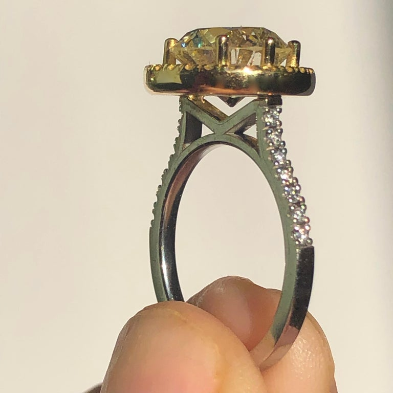 Brilliant Cut Diamond Solitaire Fancy Yellow Diamond Halo 18 Karat 4.00 Carat A For Sale 3