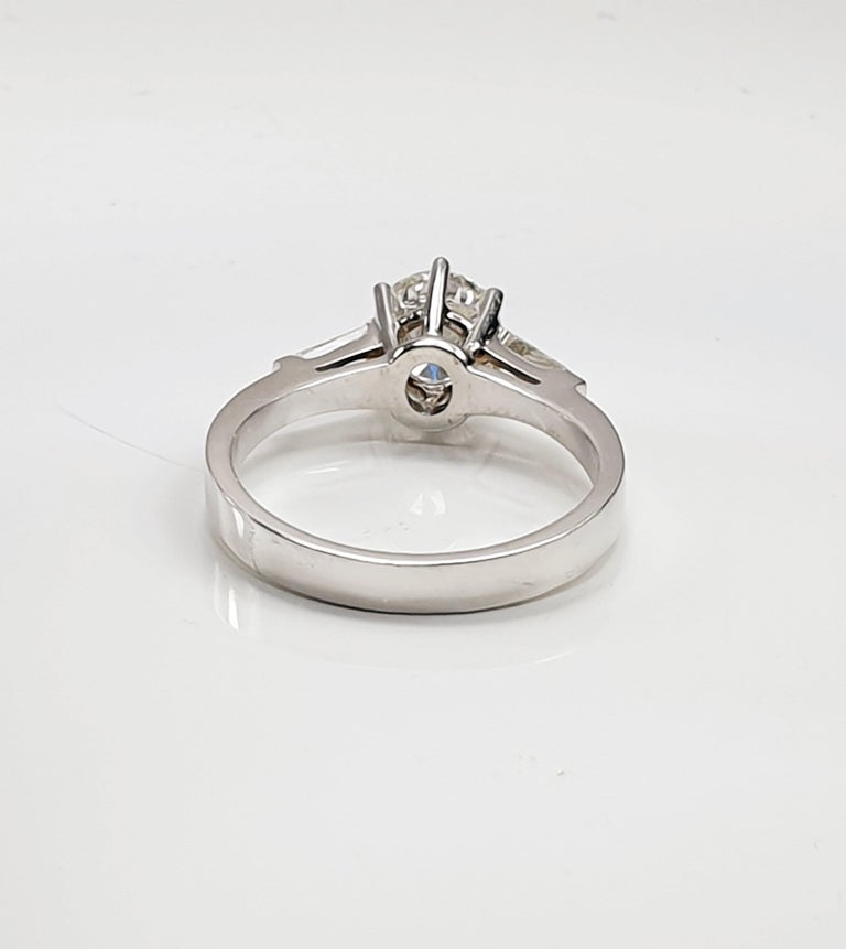 Romantic Brilliant Diamond Soliaitre Ring 1.29 Carat with Baguettes 0.32c in 18K Gold For Sale
