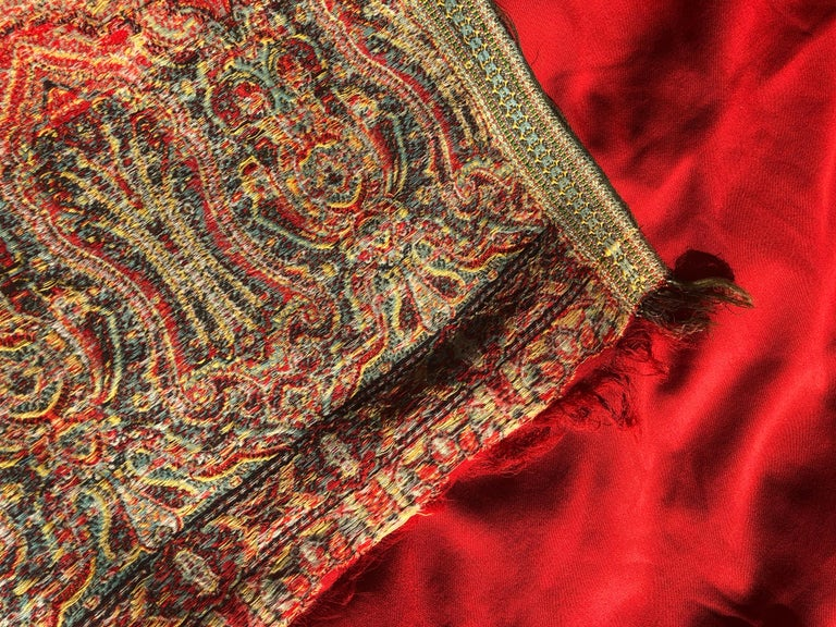 Indian Brilliant Tomato Red Wool Kashmiri Paisley Bordered Throw For Sale