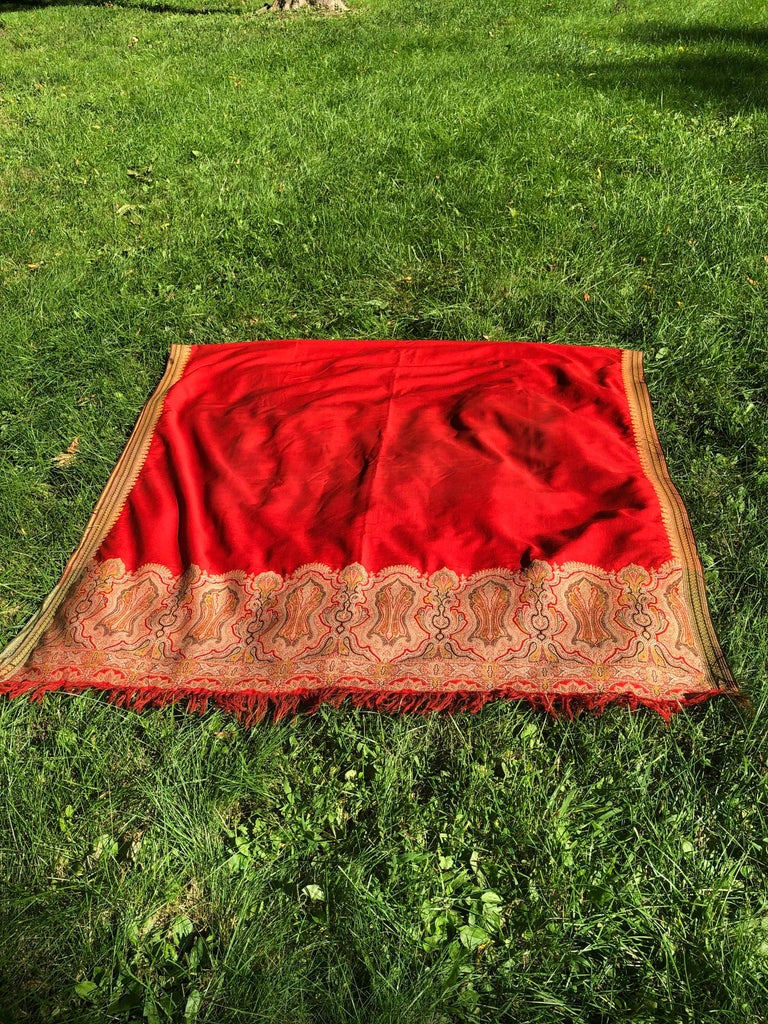 Brilliant Tomato Red Wool Kashmiri Paisley Bordered Throw In Good Condition For Sale In Hudson, NY