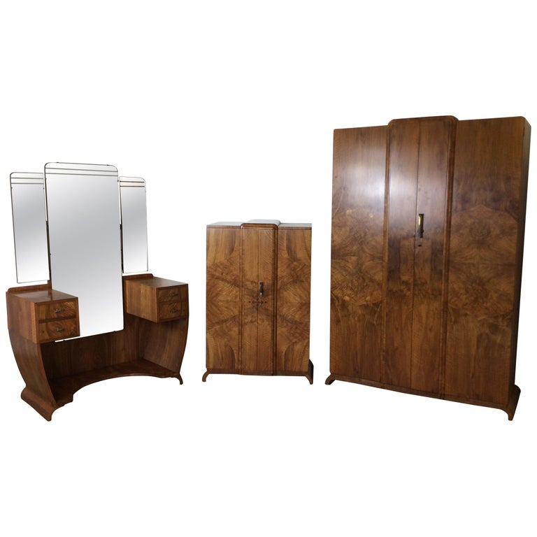 British Art Deco Bedroom Suite in a Figured Brown Walnut Skyscraper Style For Sale