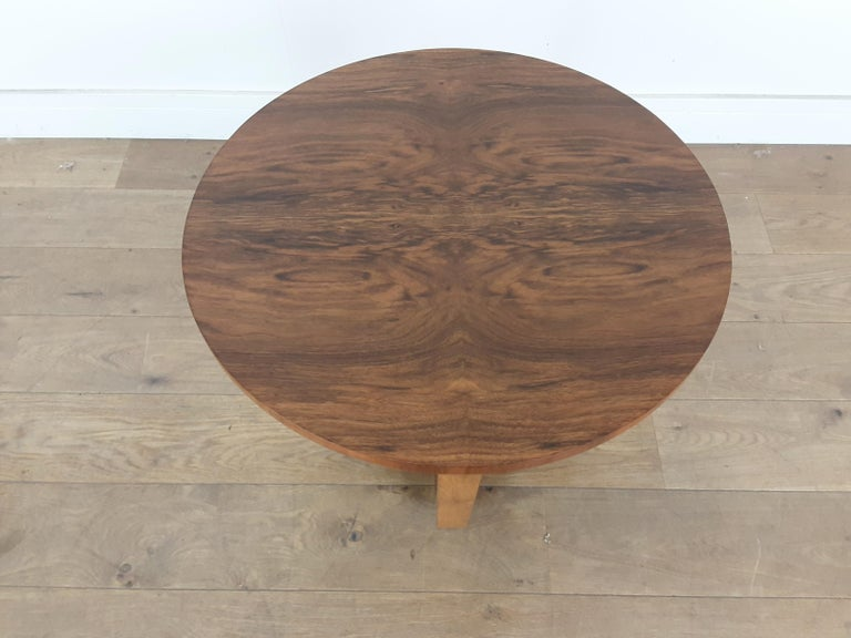 British Art Deco Side Table in a Burr Walnut In Good Condition For Sale In London, GB