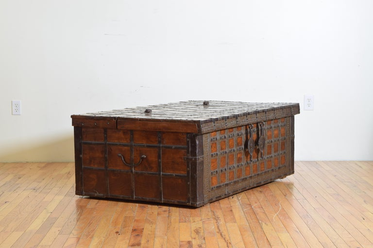 19th Century British Colonial Indian Large Teak and Iron-Bound Haveli Trunk, circa 1860 For Sale