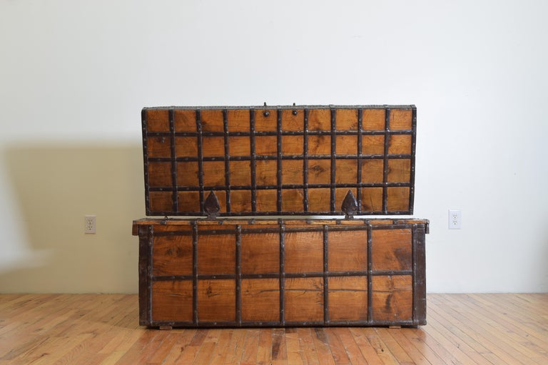 British Colonial Indian Large Teak and Iron-Bound Haveli Trunk, circa 1860 For Sale 4