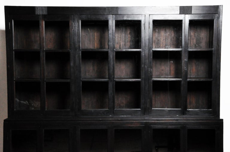 British Colonial Teak Wood Breakfront Bookcase In Good Condition For Sale In Chicago, IL