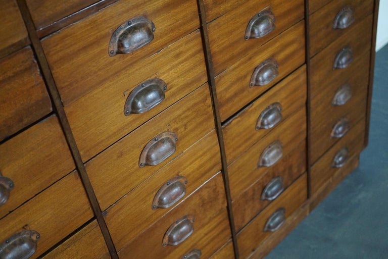 British Mahogany Apothecary Cabinet or Bank of Drawers, 1930s In Good Condition For Sale In Nijmegen, NL