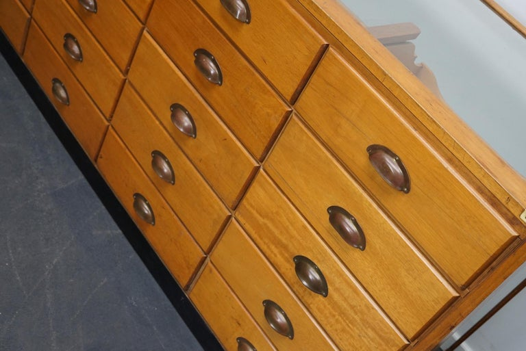 British Maple Haberdashery Cabinet or Shop Counter, 1930s In Good Condition In Nijmegen, NL