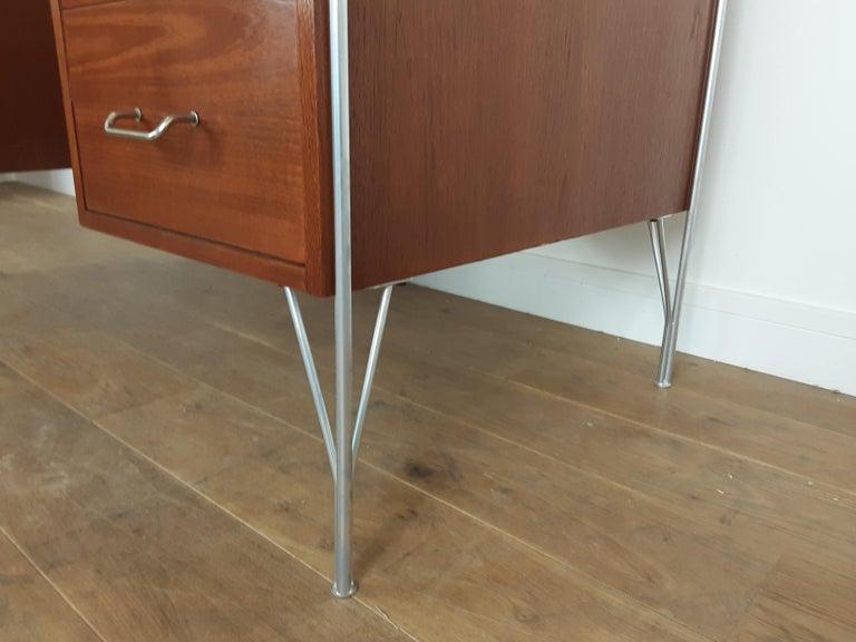 British Midcentury Teak Desk Designed by John and Sylvia Reid for Stag Furniture For Sale 10