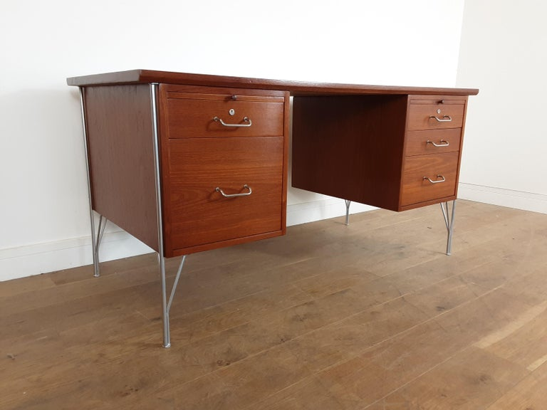 20th Century British Midcentury Teak Desk Designed by John and Sylvia Reid for Stag Furniture For Sale