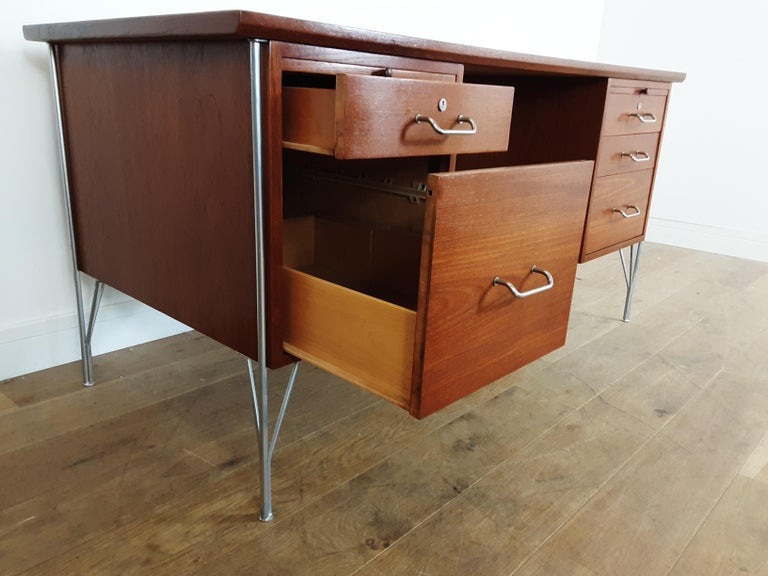 British Midcentury Teak Desk Designed by John and Sylvia Reid for Stag Furniture For Sale 3