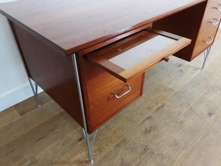 British Midcentury Teak Desk Designed by John and Sylvia Reid for Stag Furniture For Sale 4