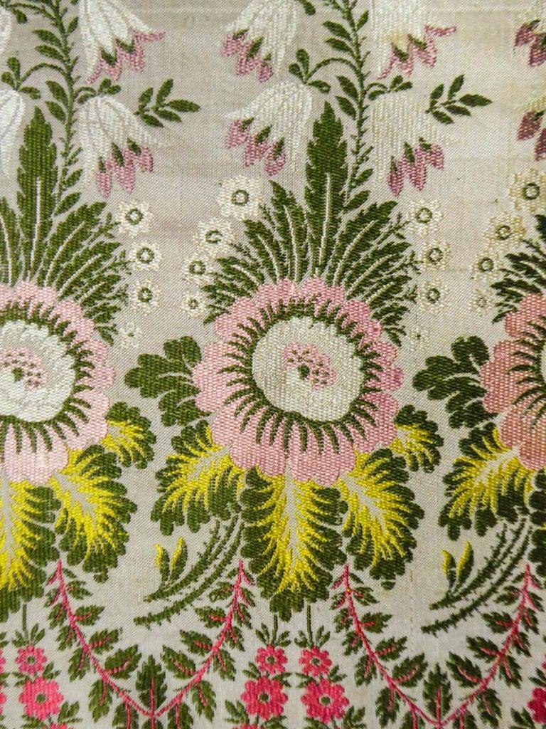 Brocaded Silk Scarf - Spitalfield Manufacture England around 1820 For Sale 6