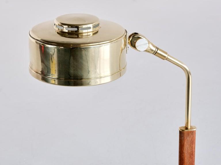 Bröderna Johansson Desk Lamp in Brass and Teak, Skellefteå, Sweden, 1950s In Good Condition For Sale In The Hague, NL