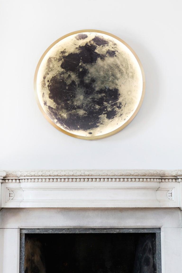 Zeitgenössische Mond-Wandleuchte aus Bronze und Glas 8