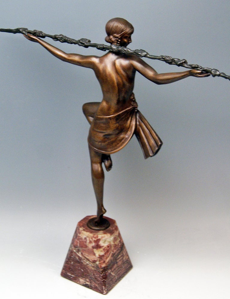 French Bronze Art Deco Bacchanalian Lady Nude Dancing by Pierre Le Faguays, circa 1935 For Sale