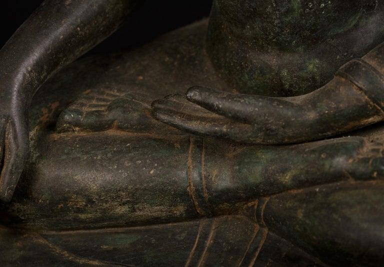 Bronze Enlightenment Buddha Shakyamuni Serene Down Cast Eyes 18th Century For Sale 5
