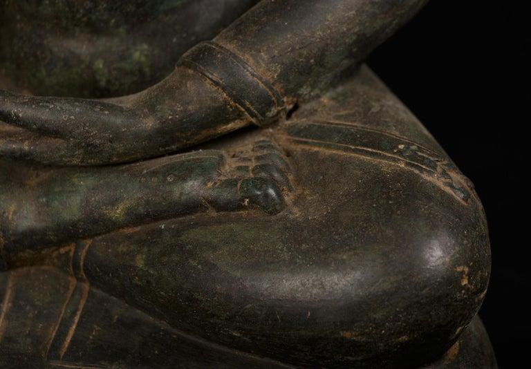 Bronze Enlightenment Buddha Shakyamuni Serene Down Cast Eyes 18th Century For Sale 6