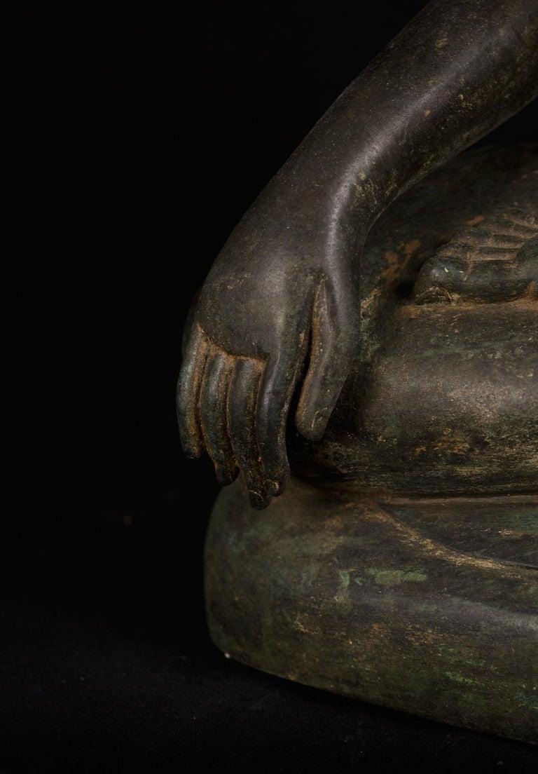 Bronze Enlightenment Buddha Shakyamuni Serene Down Cast Eyes 18th Century For Sale 4
