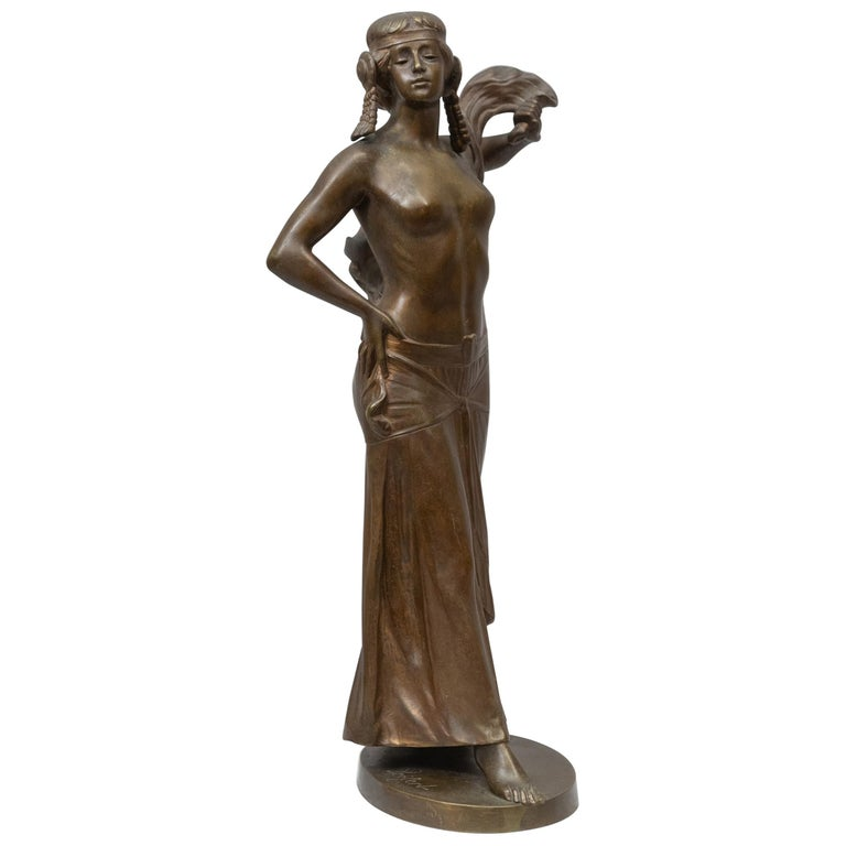 "Bronze Figure of an Art Nouveau Maiden Artist Signed ""Seifert"" German circa 1900 For Sale"