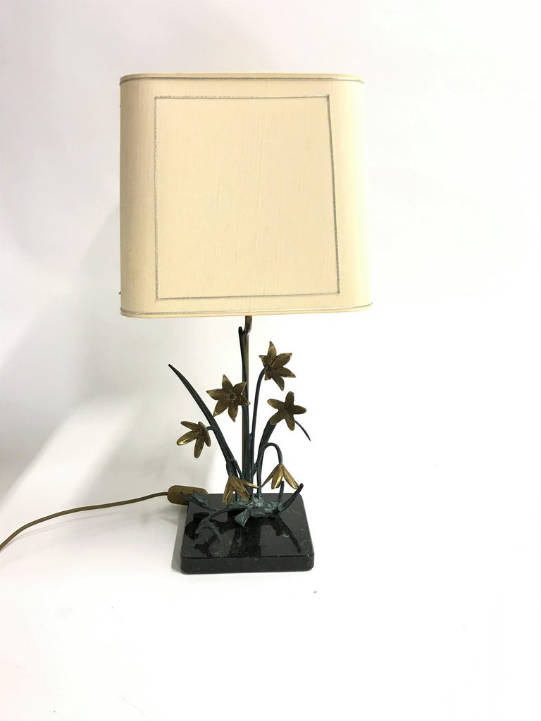 Beautiful sculptural bronze and brass flower table lamp mounted on a balck marble stone base.  Well sculpted flowers and branches with eye for detail.  Tested and ready for use with a regular E26/E27 light bulb.  Comes with it's original lamp
