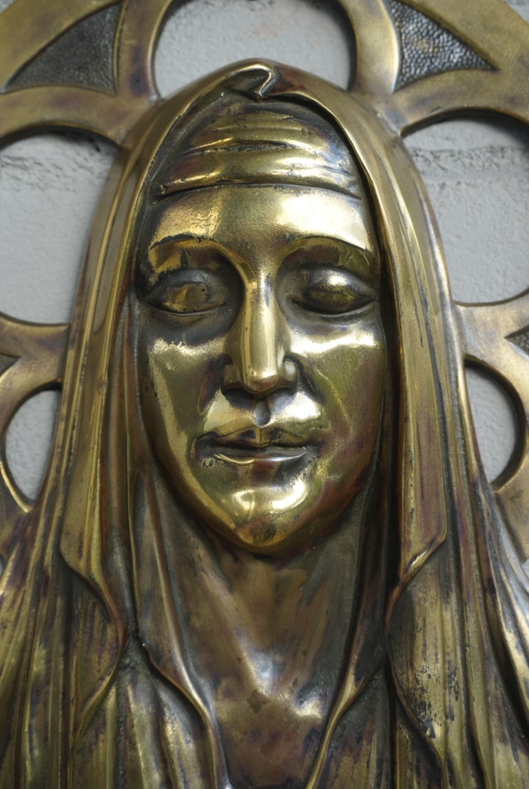 Bronze Gothic Wall Plaque by S. Norga Depicting Mother Mary in Cinquefoil Halo In Good Condition For Sale In Lisse, NL