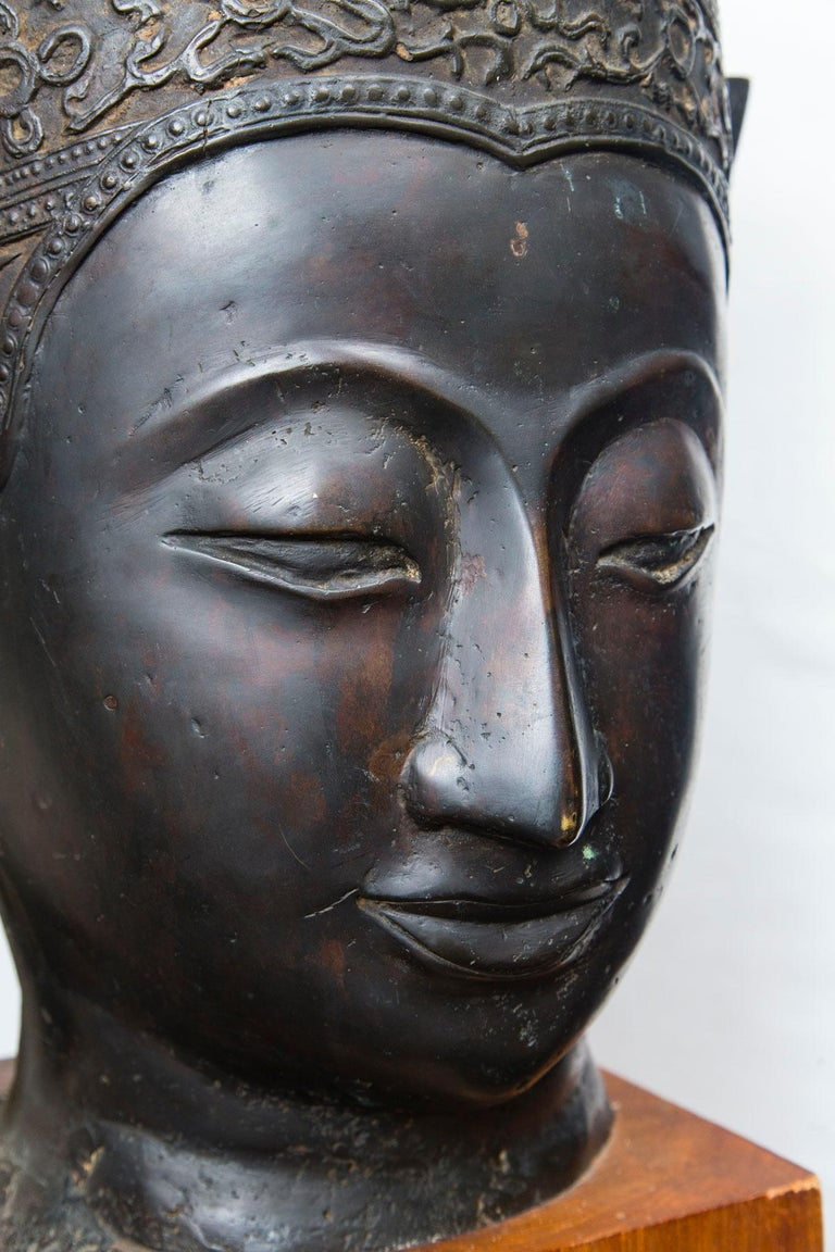 Bronze Head of a Buddha For Sale 3