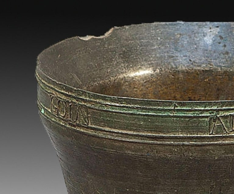 Mortar with inscription. Bronze. Spain, 1846. Mortar made of bronze with flared mouth and truncated cone body developed without discontinuity and decreasing in diameter to the base. The piece presents an inscription (