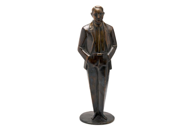 Bronze of Well-Dressed Man In Excellent Condition For Sale In New York, NY