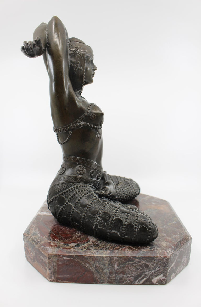 Bronze on Marble Base Seated Cross Legged Lady In Good Condition For Sale In Worcester, Worcestershire