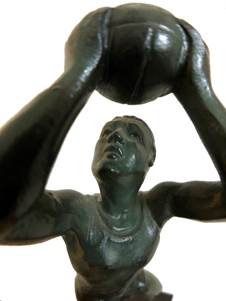 Bronze Sculpture Basketball Sportsman, Art Deco, France, 1930s In Fair Condition For Sale In Baden-Baden, DE