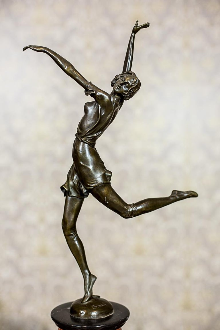 We present you this bronze sculpture by B. Zach on a marble base. There is the stamp of the