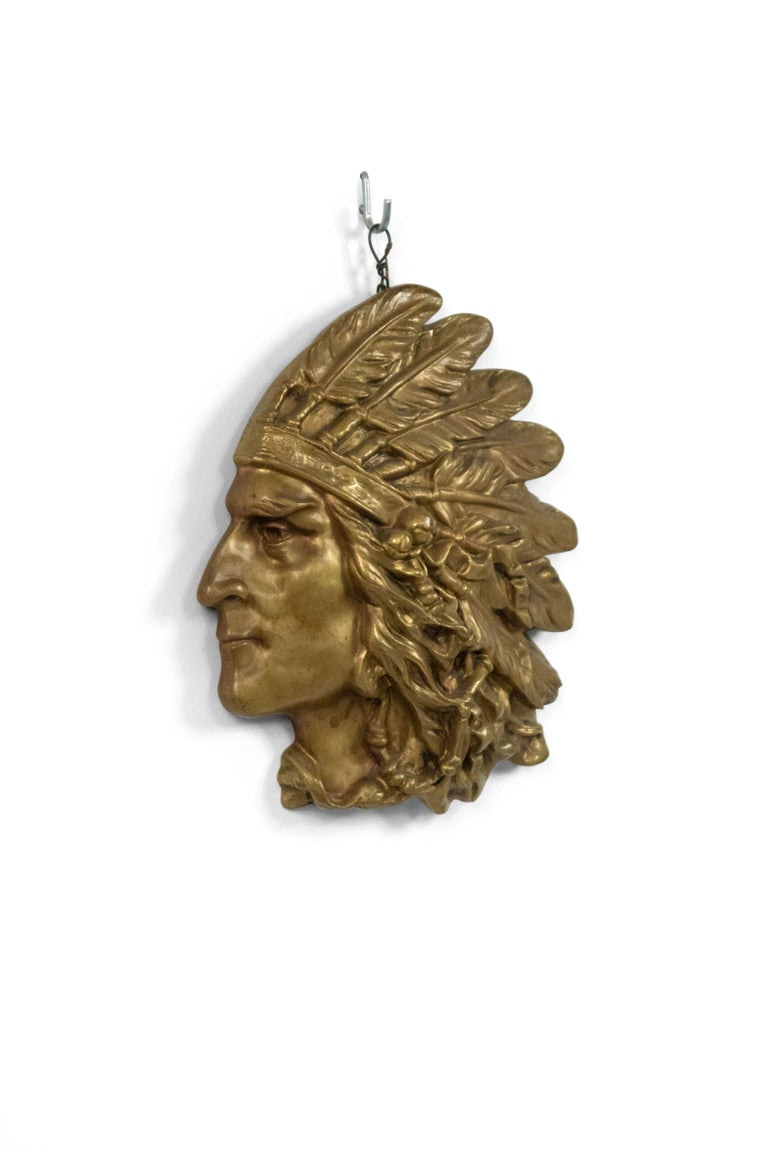 American bronze wall plaque of Indian head in profile (first quarter of the 20th century).