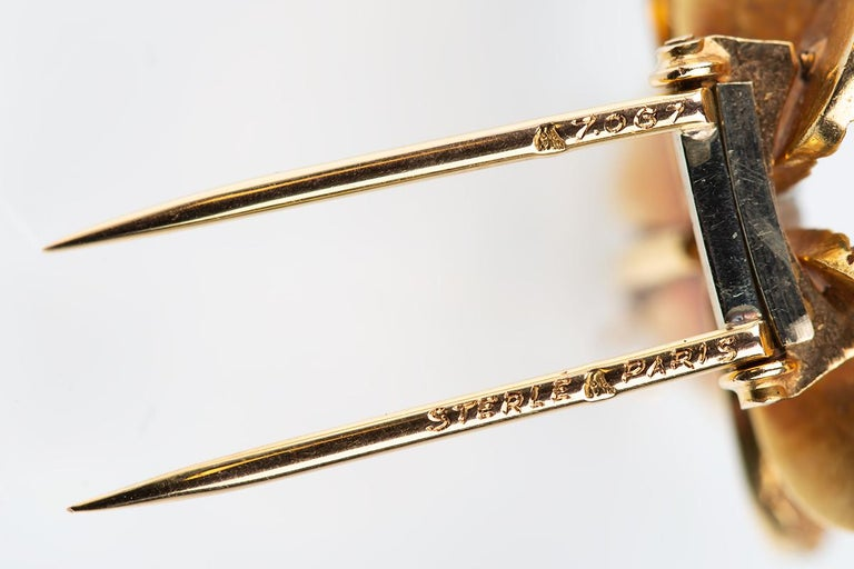 Women's Brooch 18 Karat Gold and Diamond Four-Leaf Clover Sterle of Paris, circa 1950 For Sale