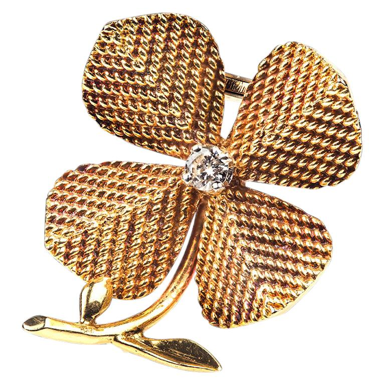 Brooch 18 Karat Gold and Diamond Four-Leaf Clover Sterle of Paris, circa 1950 For Sale