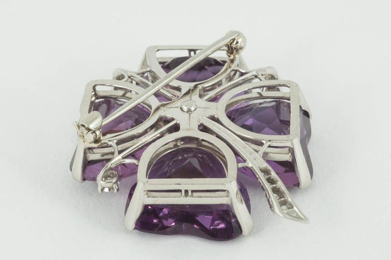 Brooch Amethyst and Diamond Platinum Mounted Four Leaf Clover, circa 1950 In Excellent Condition For Sale In London, GB