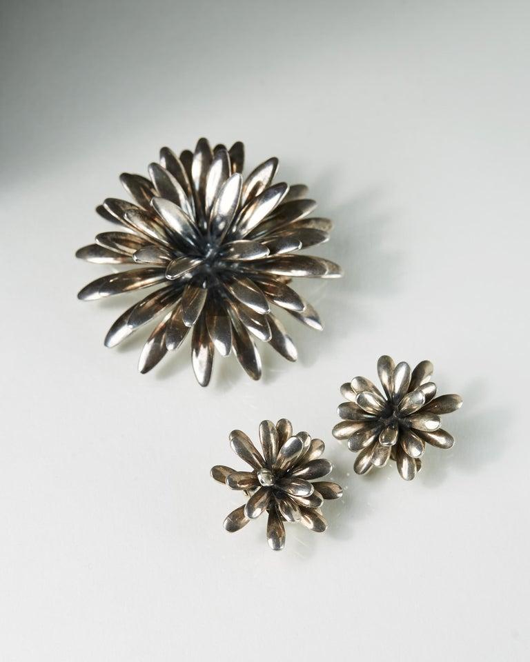 Sterling silver.  Diameter of the brooch: 5 cm/ 2'' Diameter of the earrings: 2,5 cm/ 1'