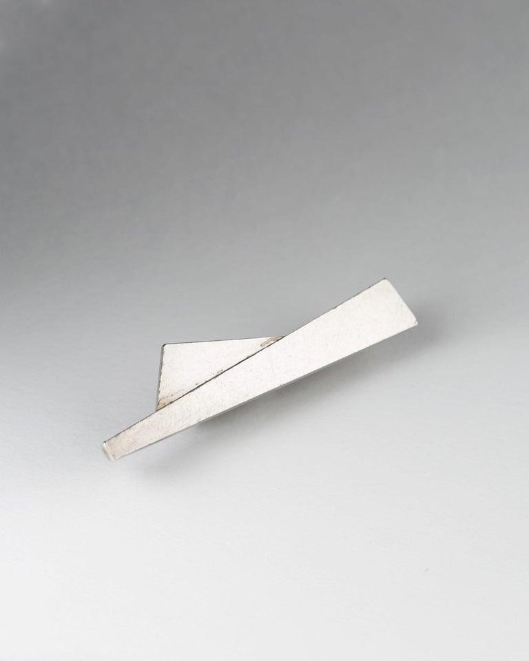 Sterling silver.   H: 2 mm/ 1/16