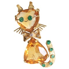 Brooch Depicting a Cat in 18 Karat Gold and Citrines Diamonds Emeralds, 1960