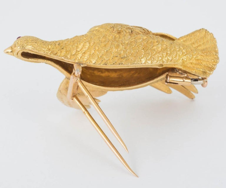 Brooch Heavy Quality 18 Carat Gold Grouse in Flight Ruby Eye Hermes Paris In New Condition For Sale In London, GB
