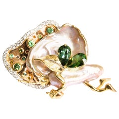 Brooch Water Elf, Cultured Pearl, Green Tourmaline and Diamonds in White Gold