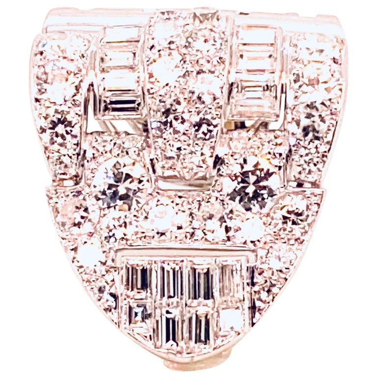 Brooche Art Deco Diamonds Brillants and Baguettes 5 Carat Platinium and Gold For Sale