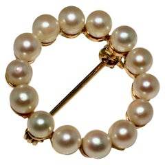 Brooche, Cricle Brooch, Pearl Halo, Yellow Gold