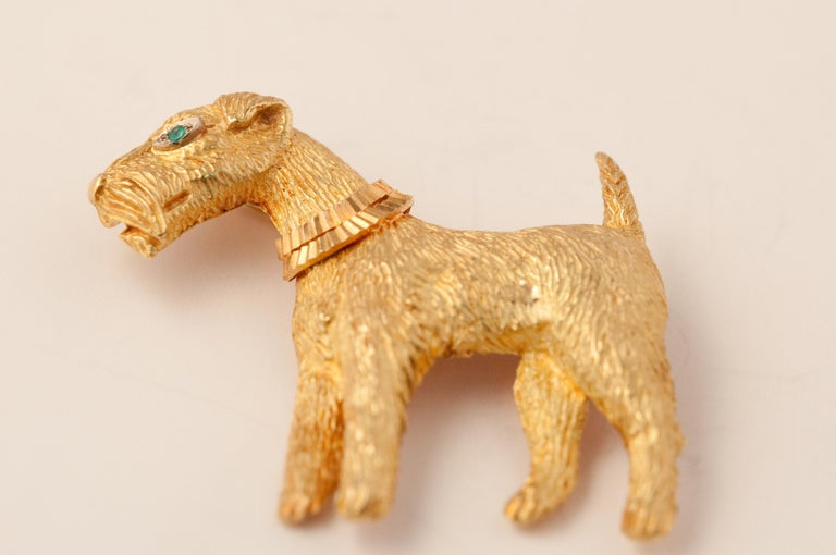 Brooche Fox-Terrier in Gold 18 Carat Cicared With an Eye in Emerald. 12 grams