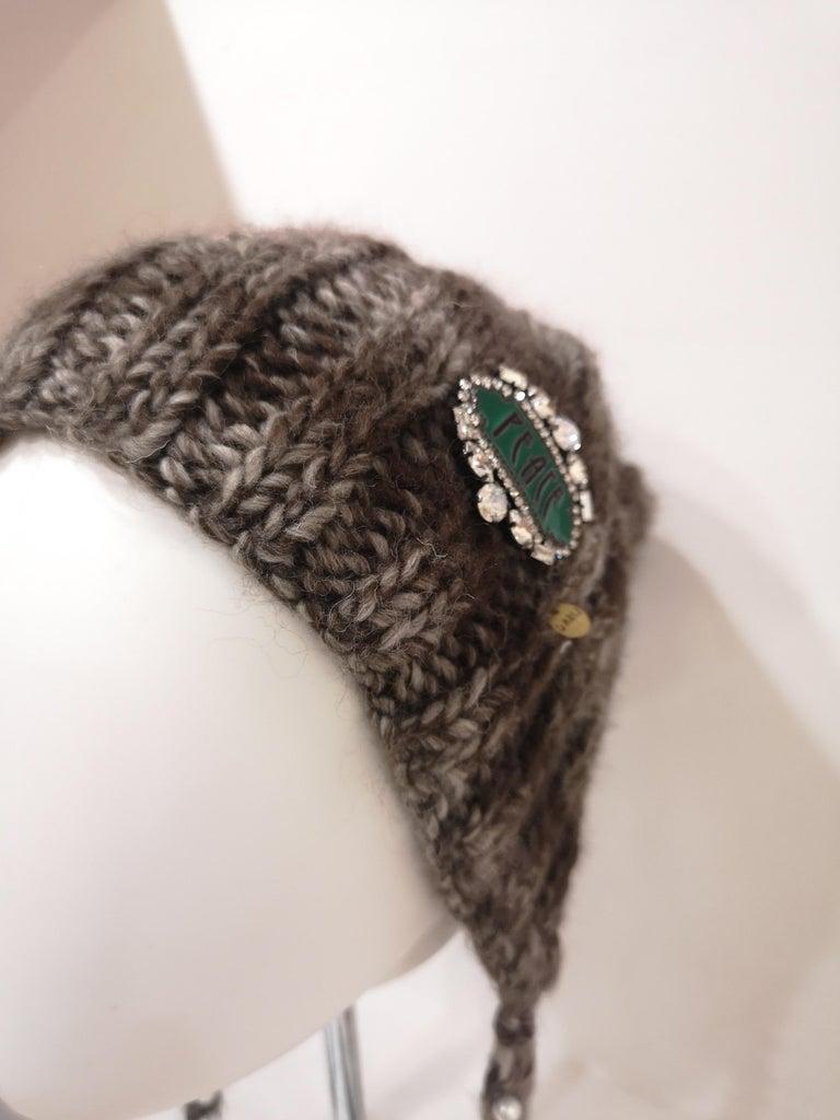 Brown grey wool peace brooch hat For Sale 6