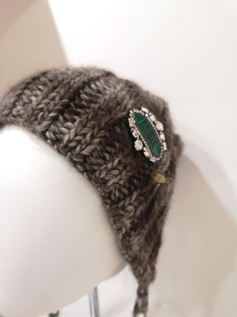Brown grey wool peace brooch hat For Sale 7